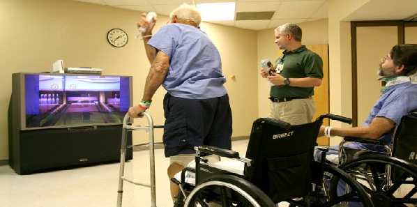 Early Physical Therapy Improves ICU Patient Outcomes