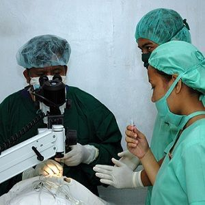medical students assisting a surgeon